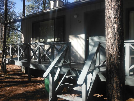 Pinetop-Lakeside, Αριζόνα: One bedroom with queen bed next to townhouse on S. side