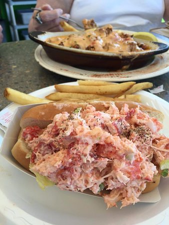 Sandy's at Plymouth Beach : Dinner Specials, Lobster Rolls