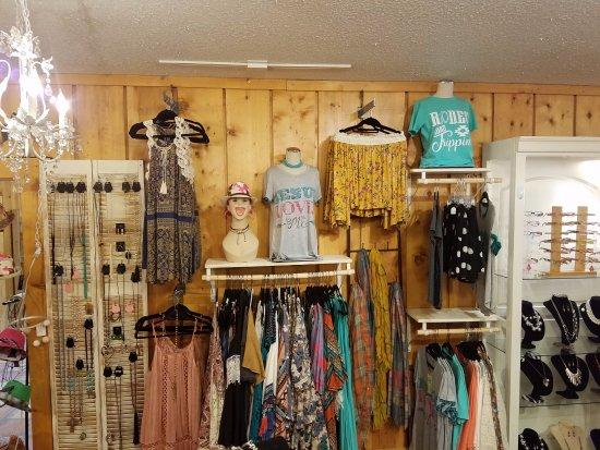 Salado, Техас: Fun ladies clothing, jewelry and accessories!