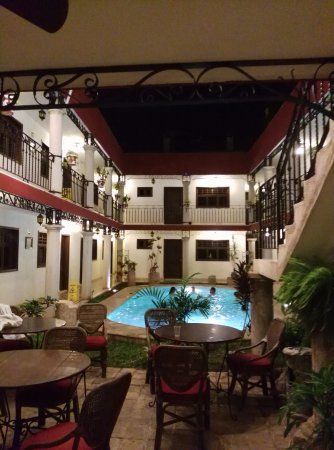 hotel colonial la aurora: Loved this view we had as soon as we went into the lobby!