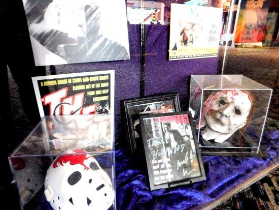 Woodridge, IL: Hollywood Memorabilia. (Horror Movies)