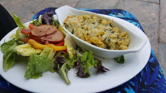 Pavilion Cafe at the Sculpture Garden: spinach and artichoke pasta and sald