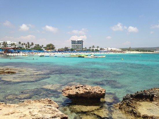 Asterias Beach Hotel: Looking back onto the beach