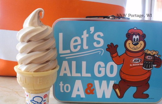 Portage, Ουισκόνσιν: A&W Root Beer & Vanilla Twist Cones!