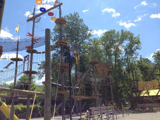 Loudonville, โอไฮโอ: More of the rope course! Its huge!
