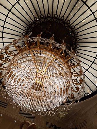 Baur au Lac: Le Hall chandelier