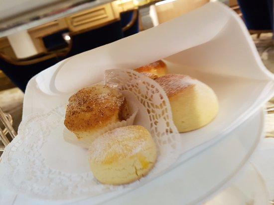 Baur au Lac: Afternoon tea scones