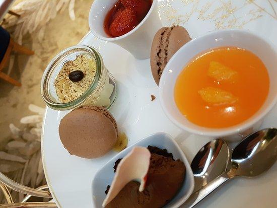 Baur au Lac: Afternoon tea desserts