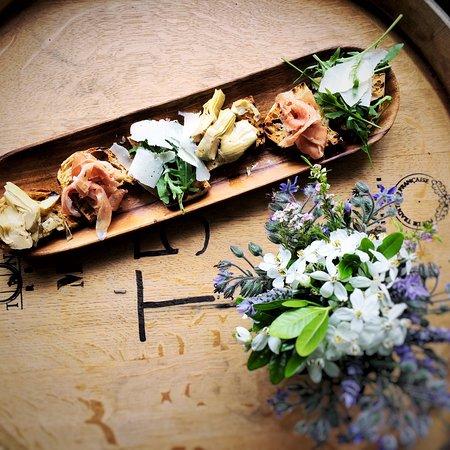Martinborough, New Zealand: Bruscetta selection for summer lunch at Cellar Door