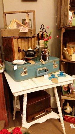 Bedford, IN: Toolboxes, trunks, radios