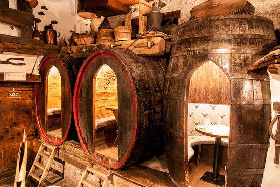 Chiusa, Italia: Le botti, vecchia cantina, mangiare dentrol le botti