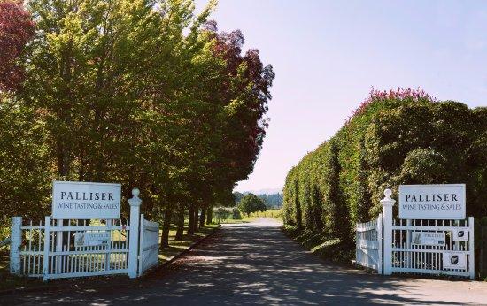 Martinborough, Nieuw-Zeeland: Look for the white gates on Kitchener Street