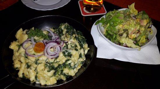 Modling, Austria: Spinatnockerl mit Blattsalat