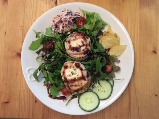 Hinton, UK: Grilled Capricorn Goats Cheese Salad