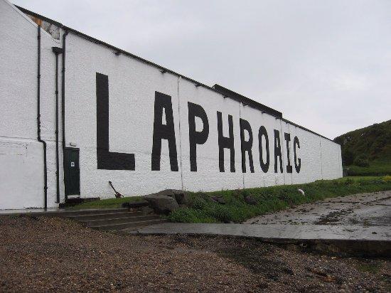 Laphroaig Distillery: Right on the beach