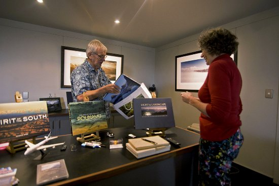 Okarito, Selandia Baru: A selection of 12 New Zealand landscape books for sale