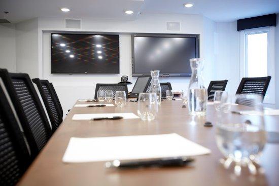 Hotel Elan: Summit Board Room
