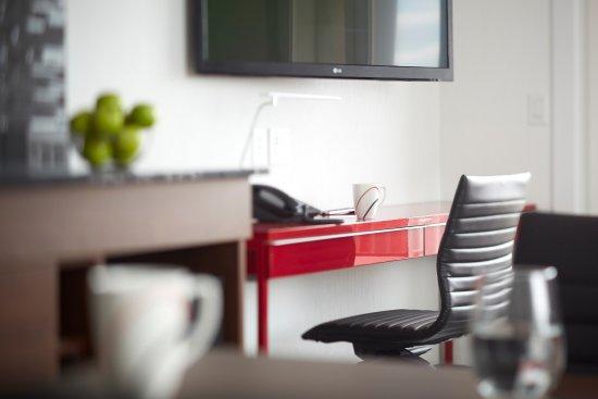 Hotel Elan: Suite Desk Area