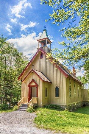 Weatherly, بنسيلفانيا: One of two village churches