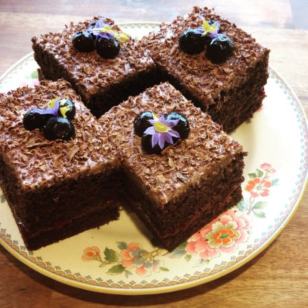 Murchison, New Zealand: Chocolate & blueberry cake