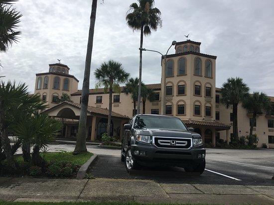 Sebring, FL: Ample parking