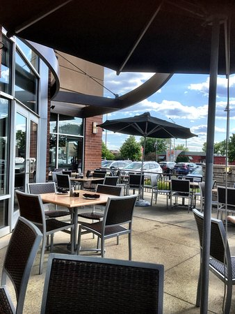 Wheeling, IL: The patio area