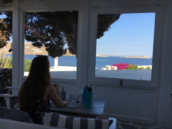Adonis Hotel: Breakfast w a view!