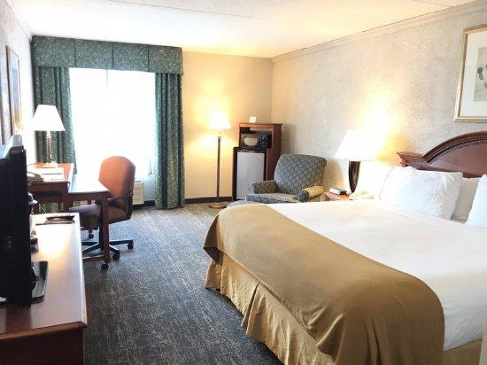 Sturtevant, WI: King Guestroom