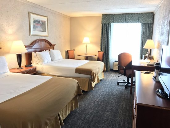 Sturtevant, WI: Two Queen Guestroom