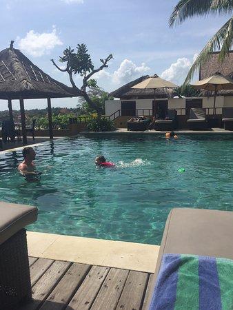 Batu Karang Lembongan Resort & Day Spa: Superior Villa 12 and resort