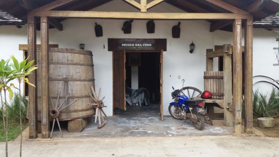 Ypacarai, Paraguai: Ypacaraí, Paraguay, Parador Ruta del Sol. Museo del Vino.