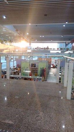 Biblioteca de São Paulo: The sun coming into the library