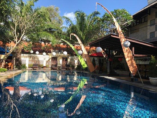 Best Western Kuta Villa : The side view Of Swimming pool .