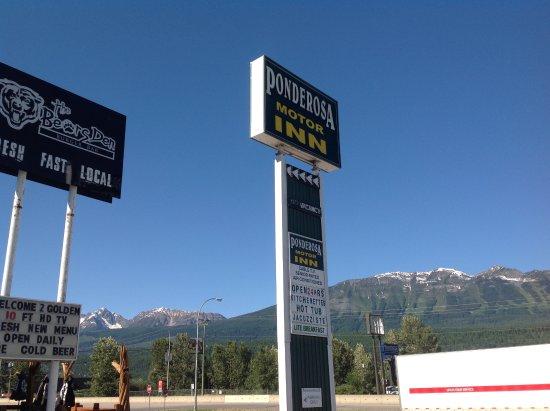 Ponderosa Motor Inn: Sign
