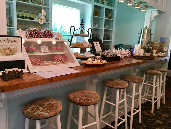 Strongsville, OH: Miss Hickory's Tea Room