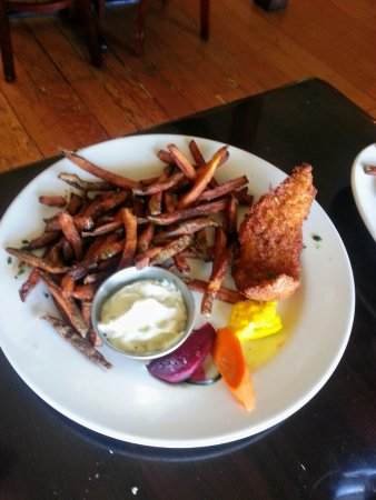 Lummi Island, WA: Slightly overdone fish and chips ... still good!