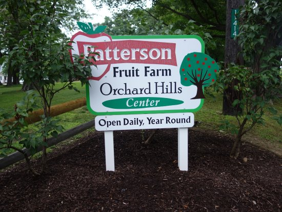 Chesterland, OH: The entrance by Patterson Fruit Farm