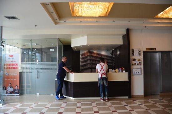 Capsis Astoria Heraklion Hotel: これがフロント