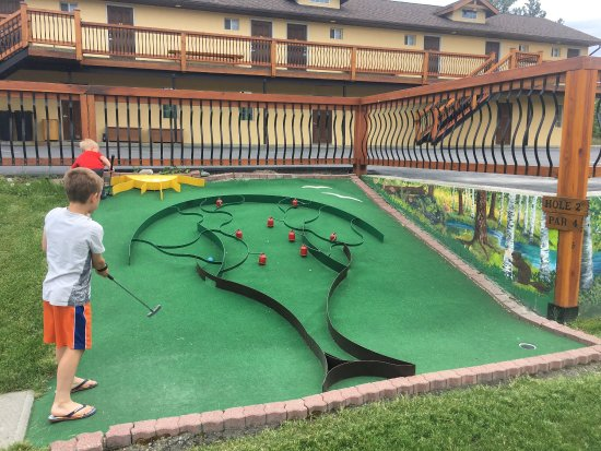 Elizabeth Lake Lodge Mini Golf : photo1.jpg