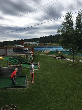 Elizabeth Lake Lodge Mini Golf : photo3.jpg