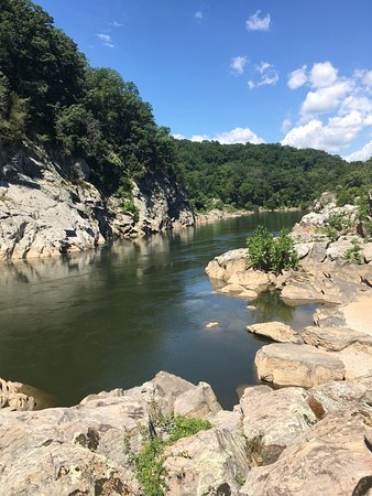 Potomac, MD: taking a break on the trail (A)