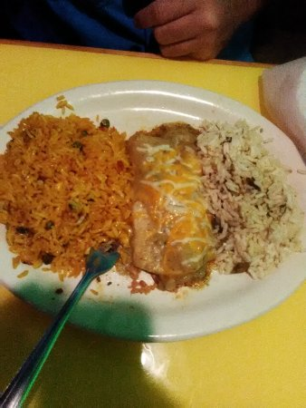 Jacksonville, AR: Beef Taco, enchilada with rice, chicken quesadilla, seasoned chips and queso n guacamole