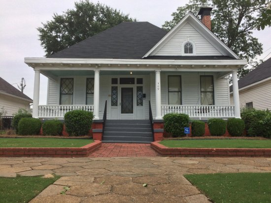 Dexter Parsonage Museum - Dr. Martin Luther King home : The time is always right to do what is right.