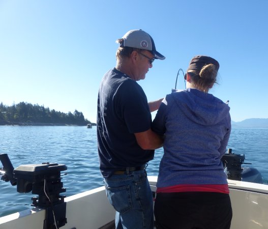 Sooke Salmon Charters : Showing us the ropes.