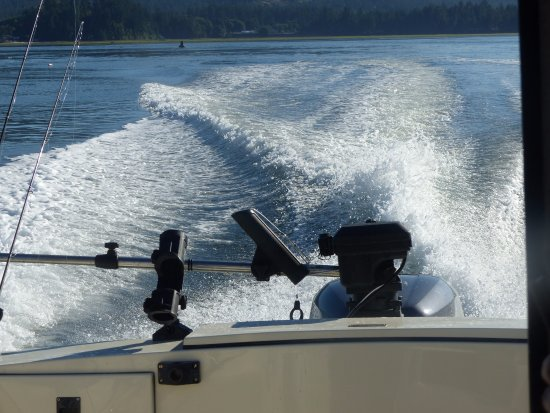 Sooke Salmon Charters : Only a 20 minute ride from Sooke to the rich fishing grounds