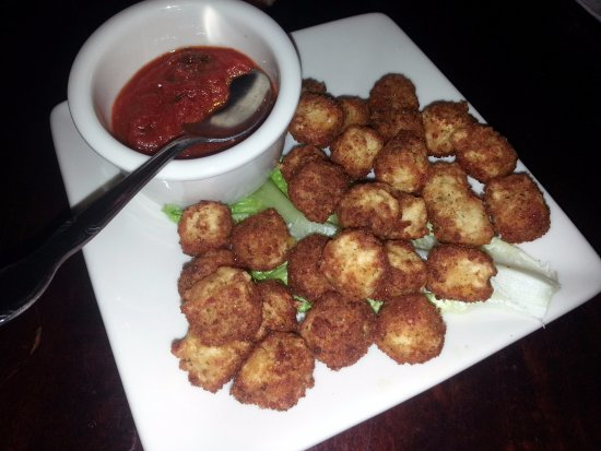 Lincolnwood, IL: cheddar cube appetizer