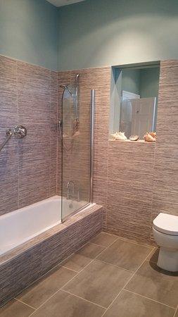Farrington Gurney, UK: Renovated Bathroom