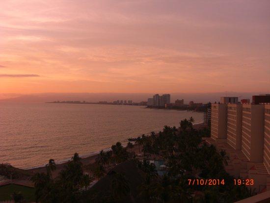 Sheraton Buganvilias Resort & Convention Center: una puesta de sol maravillosa.como solo vallarta las tiene.