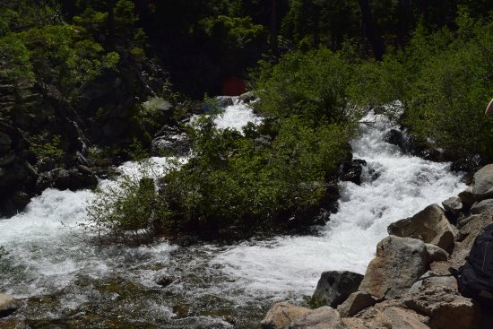 Lower Eagle Falls: On the way to the fals from vikingsholm
