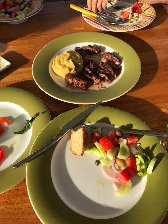 Naoussa, اليونان: Greek salad, octopus stewed in sweet red wine sauce